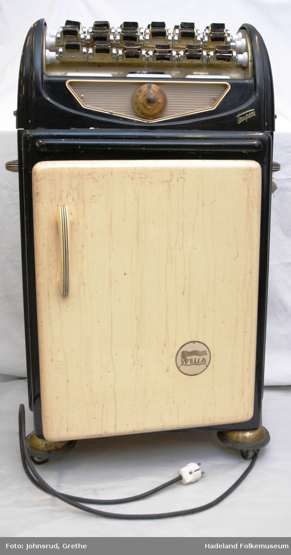 Permanentapparat med skap under og utstyr til kaldpermanent i brun kasse.