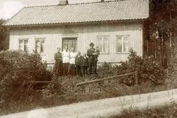 "Garden ""Der inne"" og familien der. Grindheim."