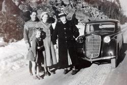 Biltur med tante Tomine i ny bil. Grindheim.