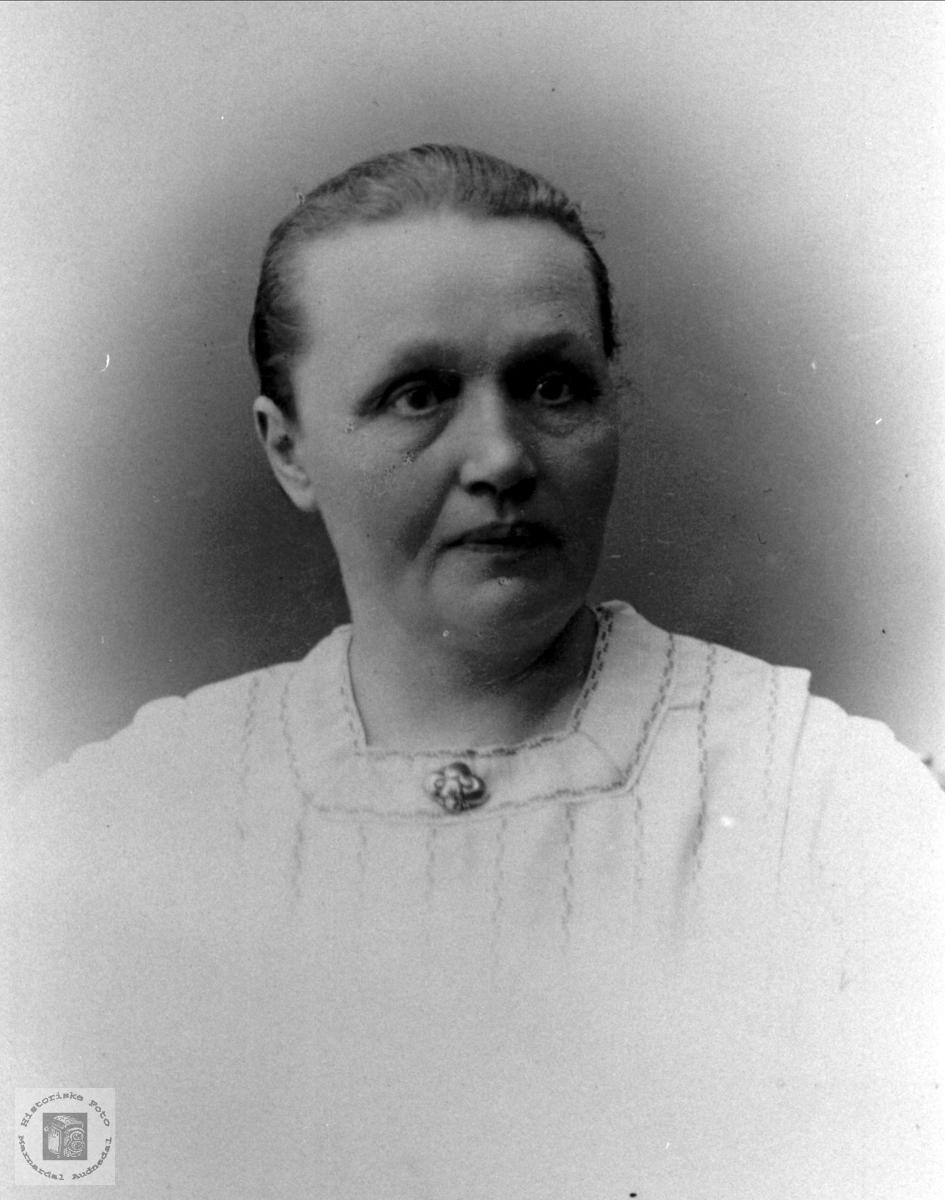 Portrett av Kari Thoresdtr Foss, Bjelland.