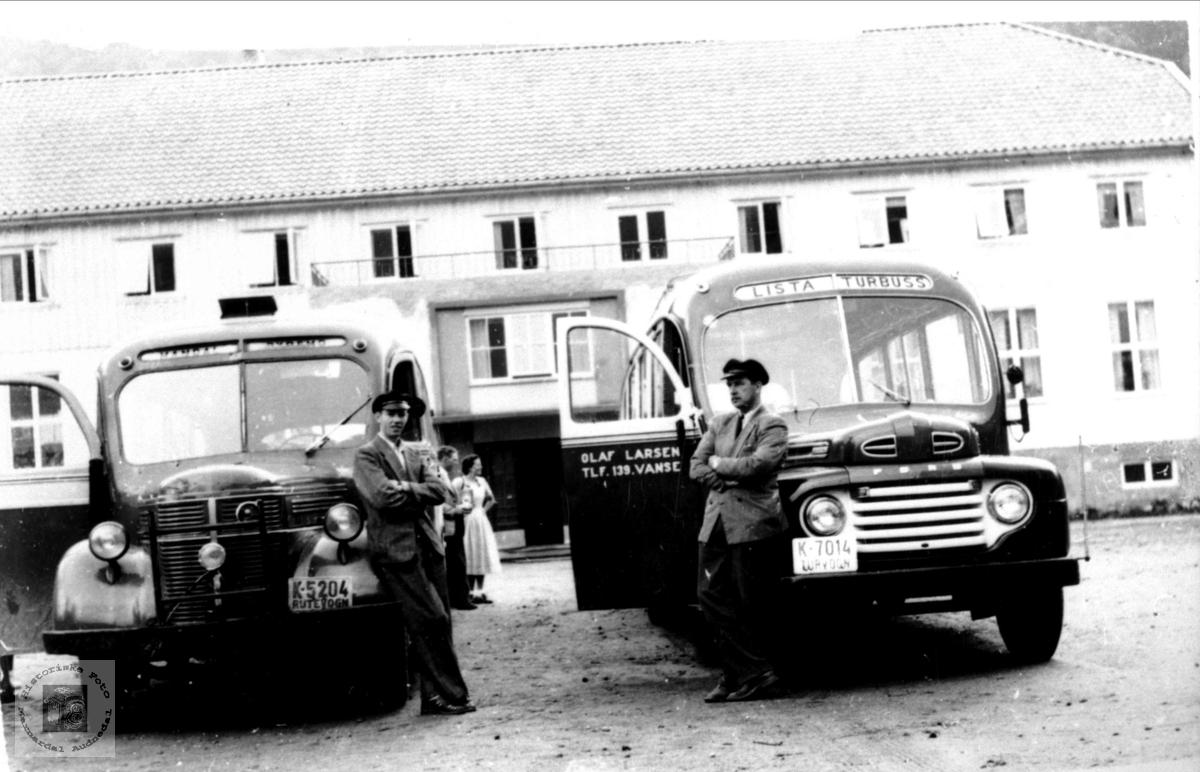 Rutebilar med sjåfør Ola Sigurdson Foss og Olav Larsen, Bjelland.