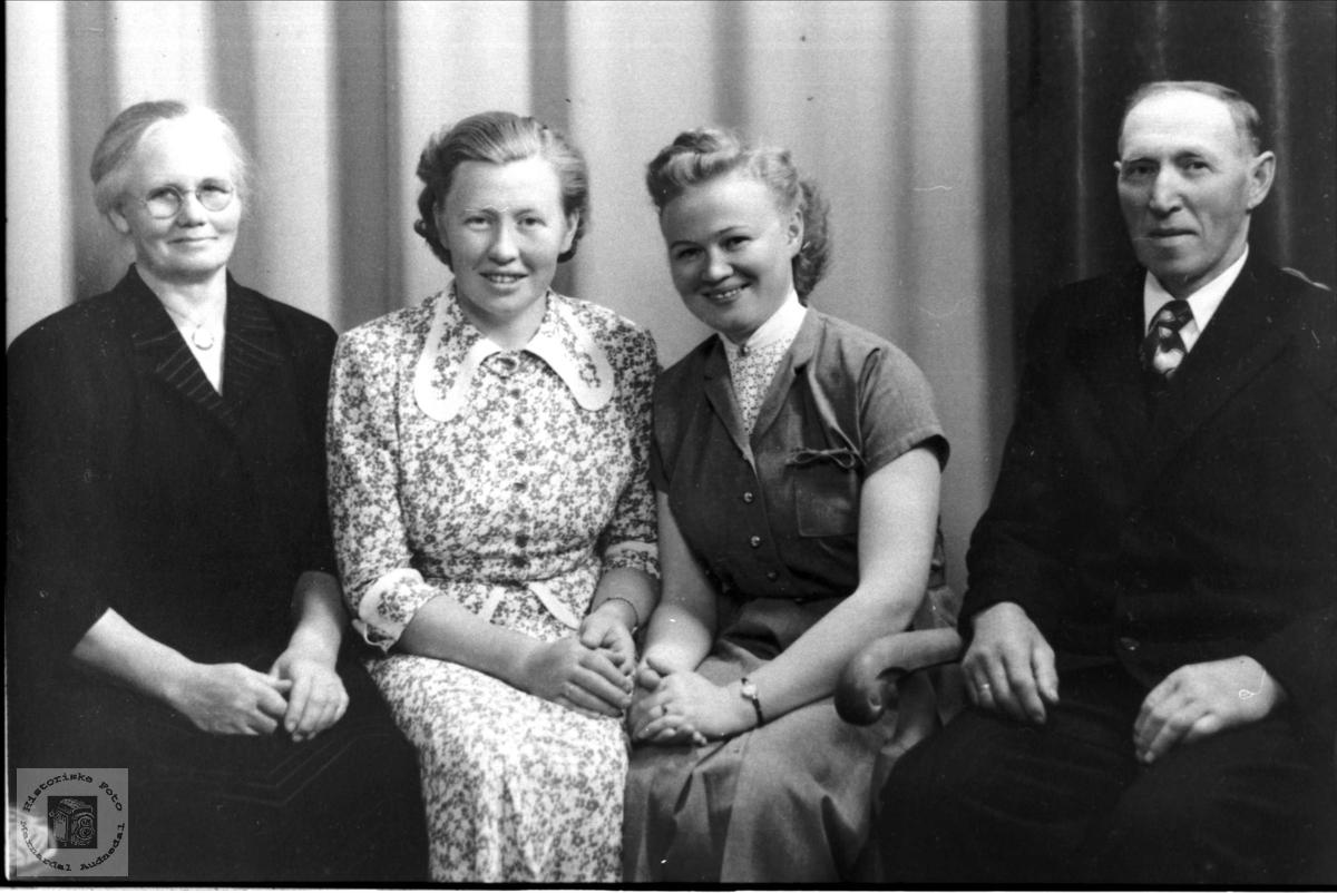 Familieportrett Ågedal, Bjelland.