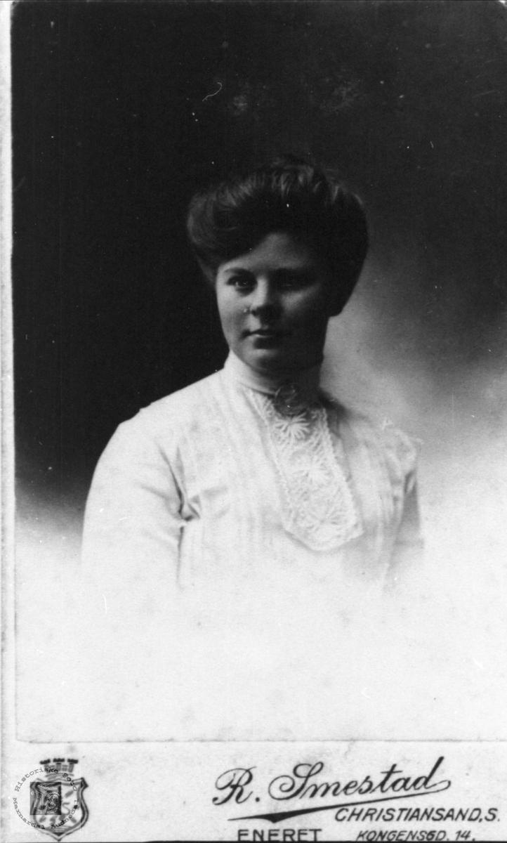 Portrett av Ingeborg Skuland, Laudal.