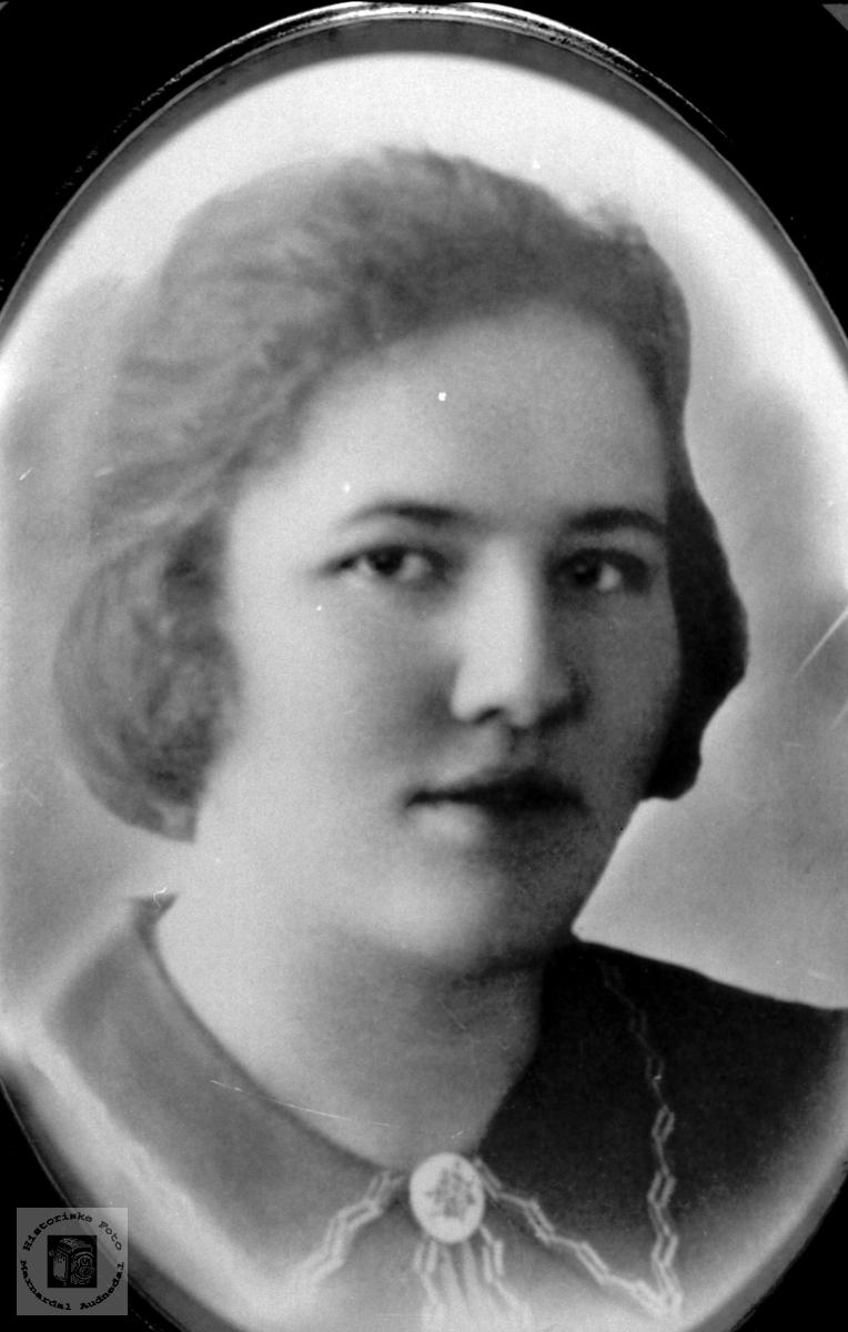 Portrett av Gudrun Glomså, Laudal.