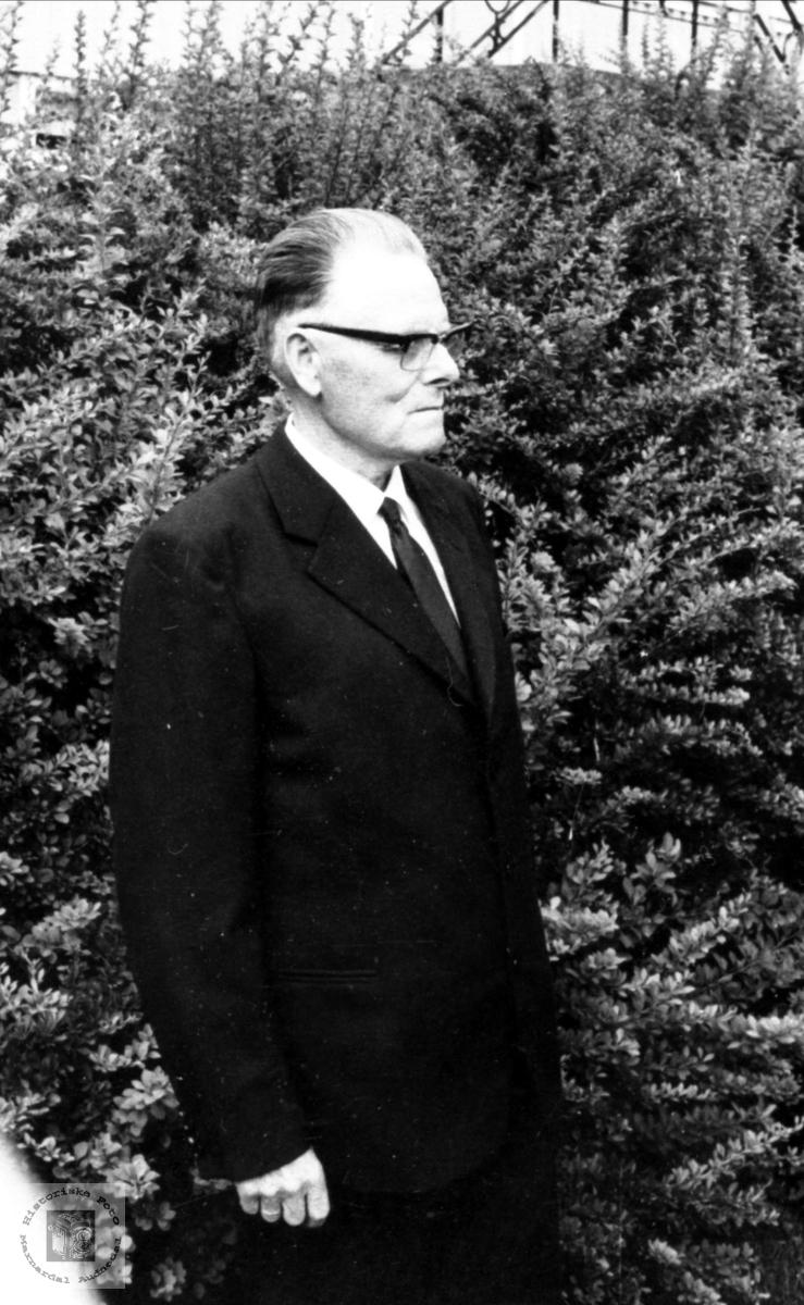 Portrett av lærer Sigurd Bjørgsvik.