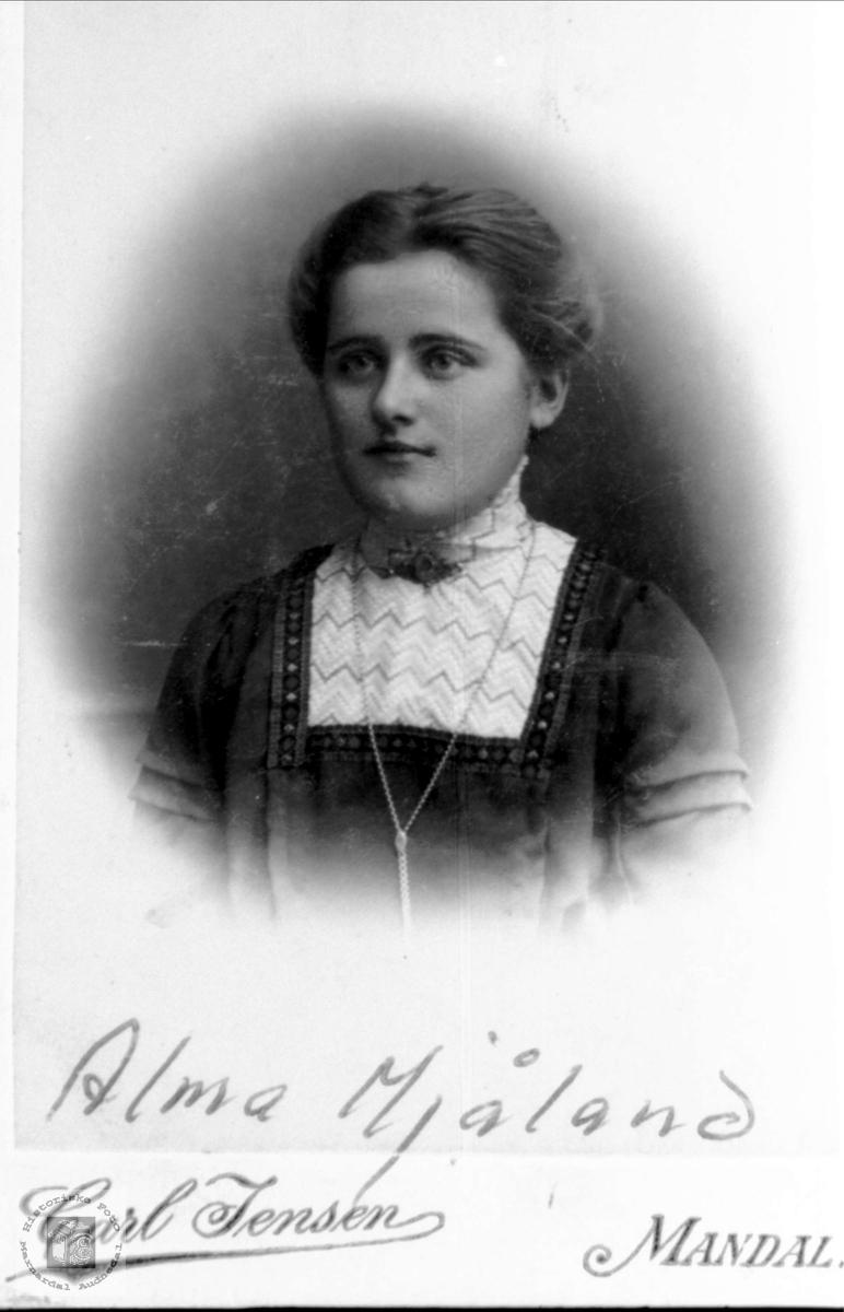 Portrett av Alma Johanne E. Mjåland, Laudal.