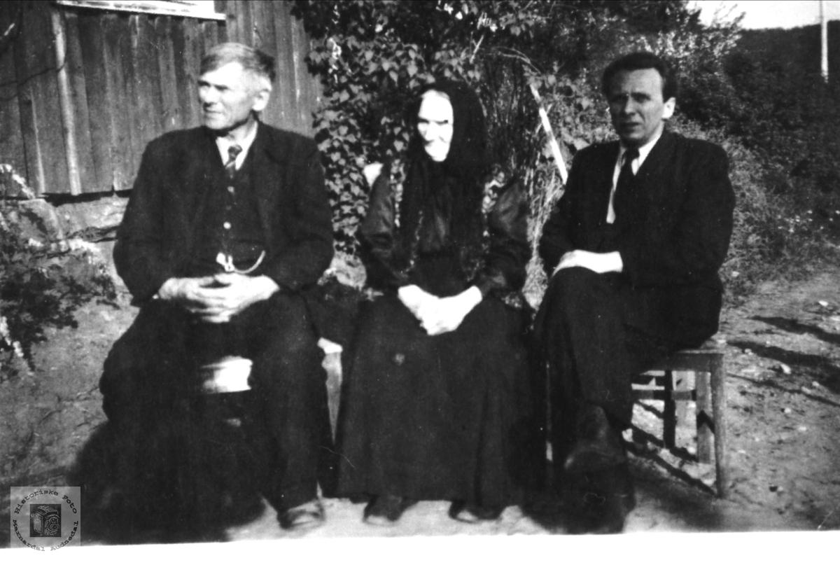 Familieportrett Aanen, Anne Severine og Lars Rødland, 3 generasjoner.