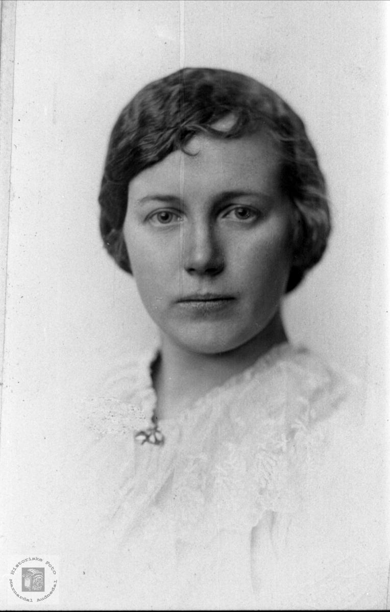 Portrett av Solveig Liestøl, Øyslebø.