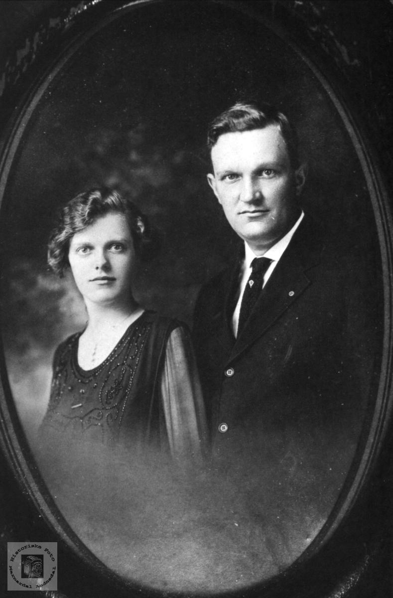 Ekteparet Olga Bertine og Ragnvald Olsen, Øyslebø.