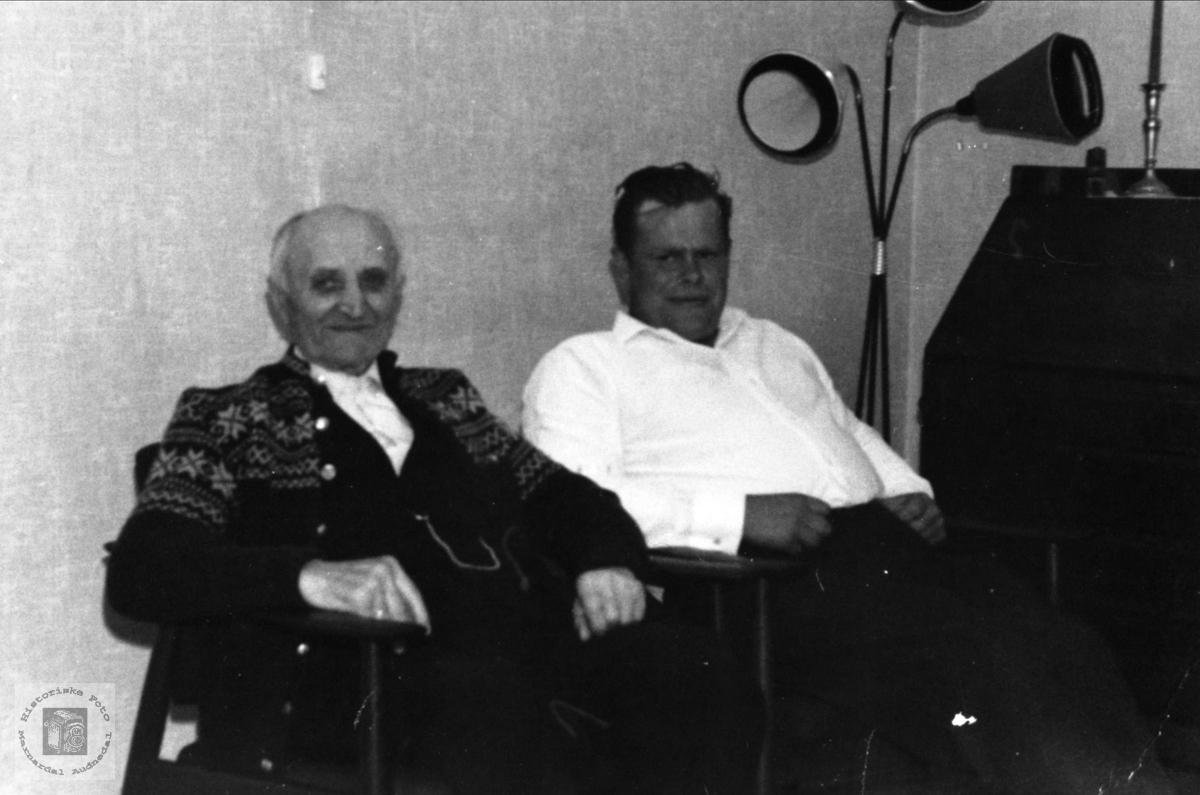 Far og sønn Knut og Tobias Kvasshammer, Øyslebø.