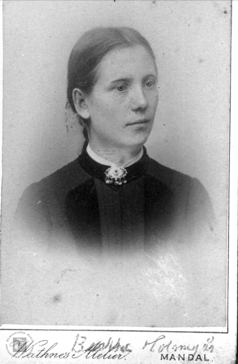 Portrett av Berte Bue, Øyslebø gift Holmegård.