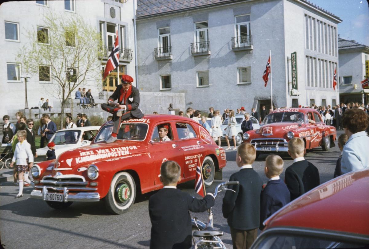 17. mai, Elverum. 1970. Ved rådhuset. Russetog.