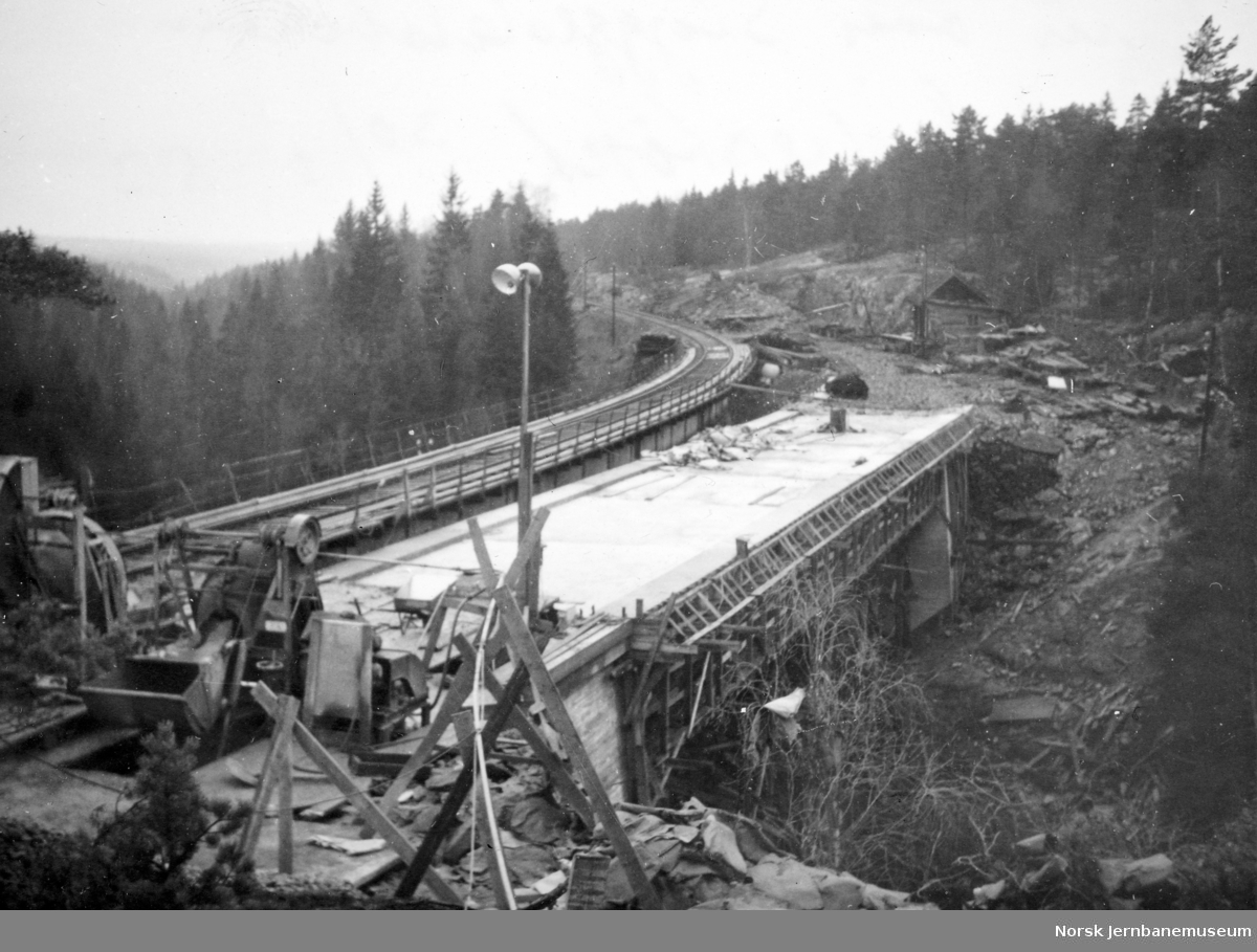 Bygging av ny bru over Styggedalsbekken - ferdigstøpt dekke