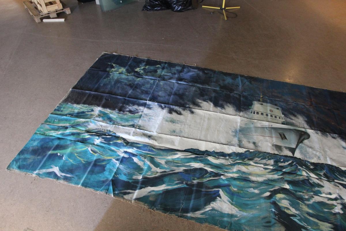 Sjøfareren (redningsskøyte) på vei gjennom brytende sjø.