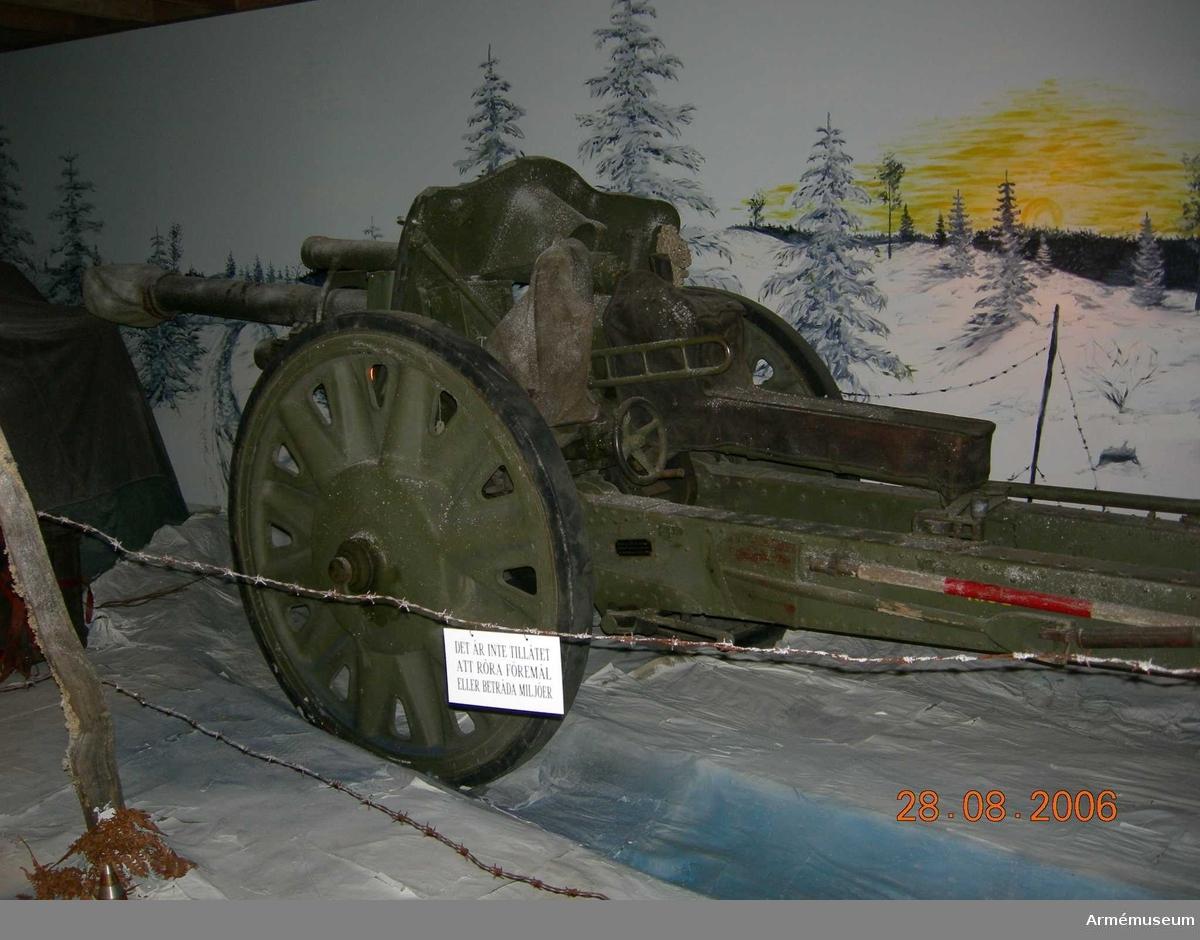 Kaliber: 105 mm. Eldrörets vikt utan bakstycke: 485 kg.  Tillverknings nr: R4661A