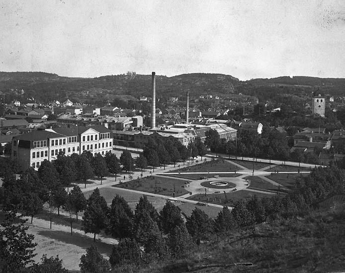 "Enligt notering: ""Uddevalla. Margretegärde omkr. 1920"".    ::"