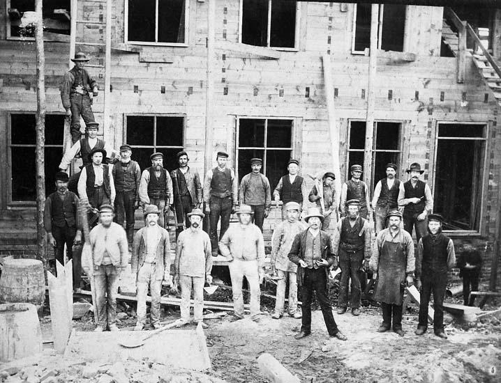 Byggnadsarbetare i arbete på Kollerö öster Uddevalla