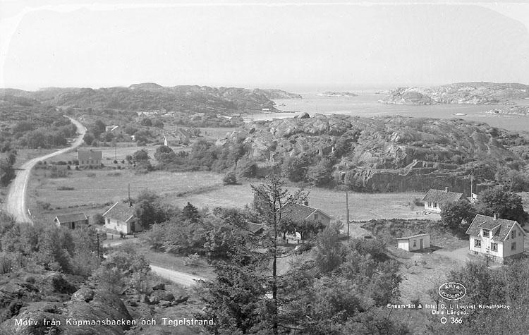 """Enligt AB Flygtrafik Bengtsfors: """"Heestrand Slottet Bohuslän"""". Enligt text på fotot: """"Motiv från Köpmansbacken och Tegelstrand""""."""