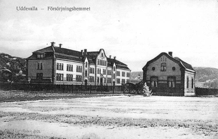 Uddevalla - Försörjningshemmet. Maria Lundbäck foto. Uddevalla Pappershandel, Hildur Andersson Imp.