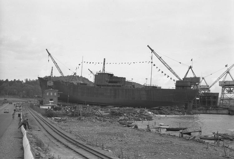 Fartyget 138 M/S Clary Thordén på stapelbädden.
