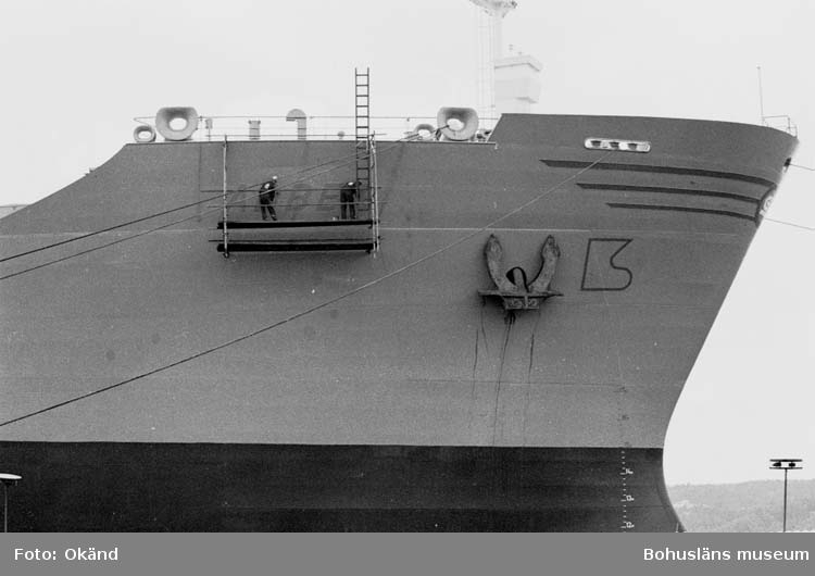 Namnet målas på fartyg 300 M/S Abbey.