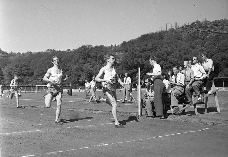 """Enligt notering: """"Friidrott sommar 30/8 1947""""."""