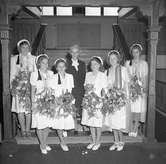 """Enligt notering: """"Avslutning Flickskolan 21/6 1947""""."""