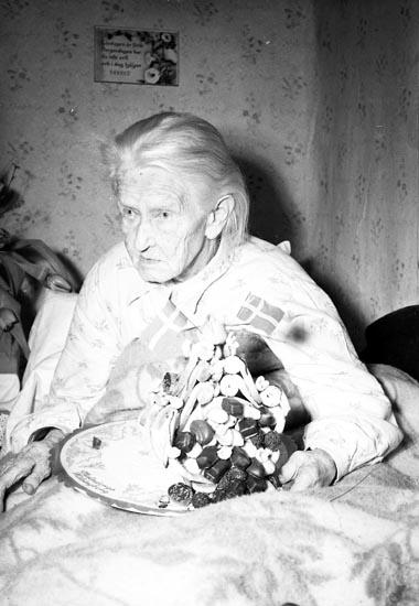 """Enligt notering: """"102 åring Dalsland Febr. 1950""""."""