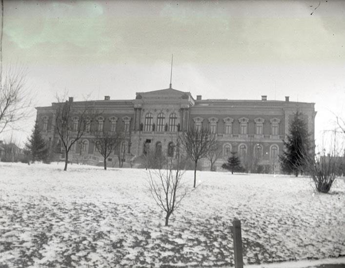 Uppsalas universitetshus, 1897.