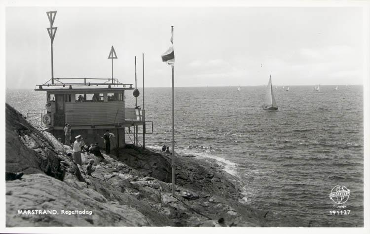 """Tryckt text på kortet: """"Marstrand. Regattadag."""""""