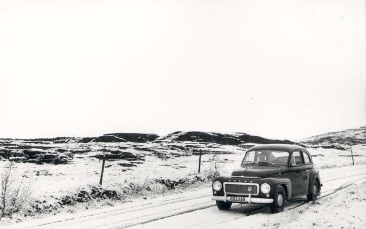"""Noterat på kortet: """"Åseby. Kode. 4.1.59."""" """"På vägen mellan Solberga - Ödsmål (Yttre vägen). Uts. mot norr."""""""