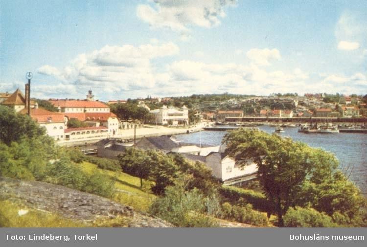 """Tryckt text på kortet: """"Strömstad.""""  """"Ensamrätt: A - B. Högströms Pappersaffär, Uddevalla."""""""