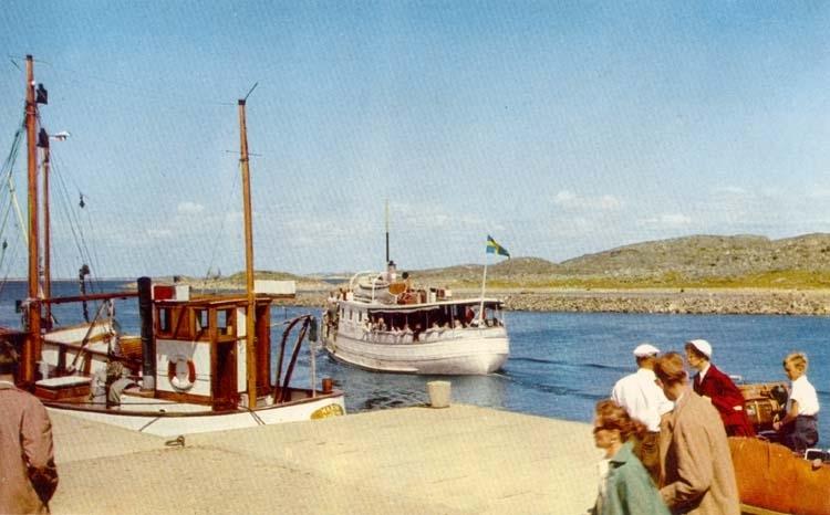 STJÄRN II går mot Nordkosters bryggor omkring 1955