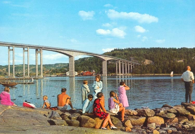 "Tryckt text på kortet: ""Idyll vid Nötesundsbron.""  ::"