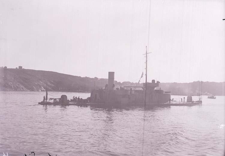 """Enligt text som medföljde bilden: """"Pansarbåten John Ericson Älfsborgsfjorden Sept 05""""."""