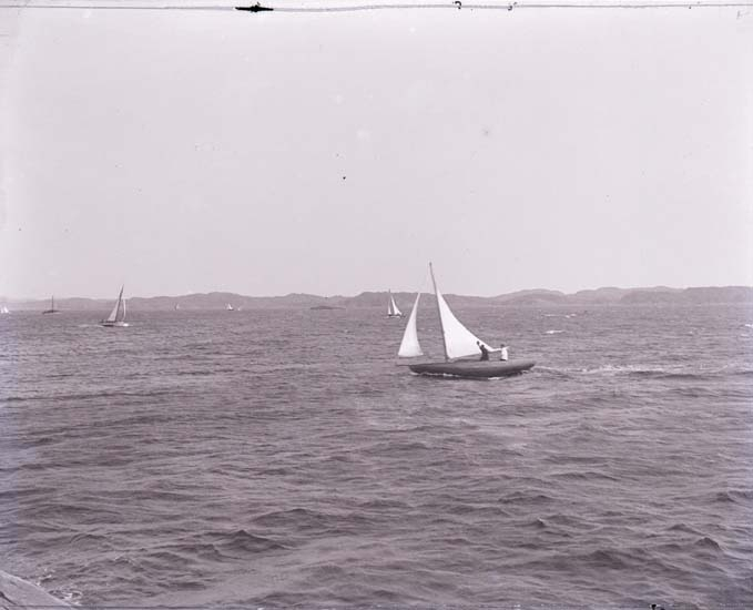 """Enligt text som medföljde bilden: """"Utlottningsbåt.""""  ::"""
