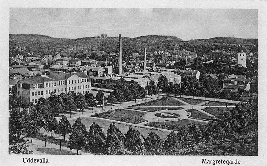 """Tryckt text på vykortets framsida: """"Magretegärde, Uddevalla""""."""