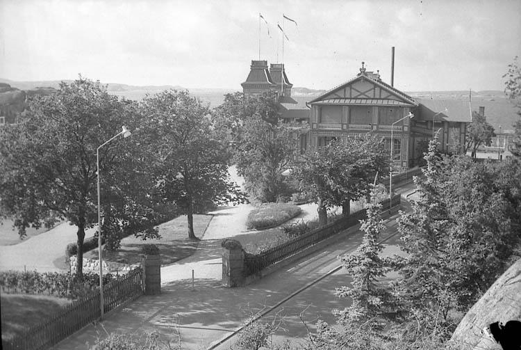 """Enligt fotografens notering: """"Ingången till badhusparken Lysekil""""."""