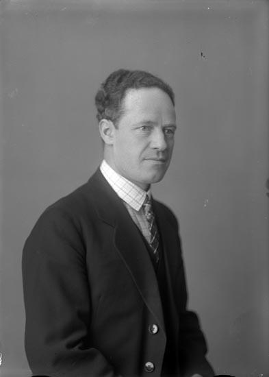 "Enligt fotografens noteringar: ""161 Tagit 1927 insk....1929. Ingenjör Rikard Eriksson Munkedal 698. 607 1926."""