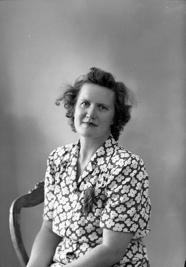 "Enligt fotografens journal nr 7 1944-1950: ""Svanberg, Herr Spekeröd"". Enligt fotografens notering: ""Fru Ingeborg Svanberg, Spekeröd""."