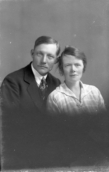 """Enligt fotografens notering: """"Hedvig Larsson, Ljungskile""""."""