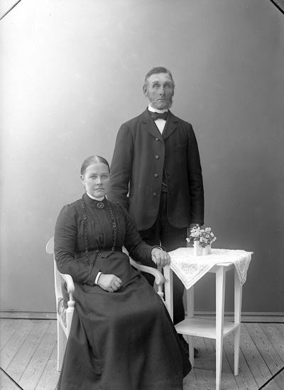 "Enligt fotografens journal nr 1 1904-1908: ""Samuelsson, Hellebäck, Stenungsund""."