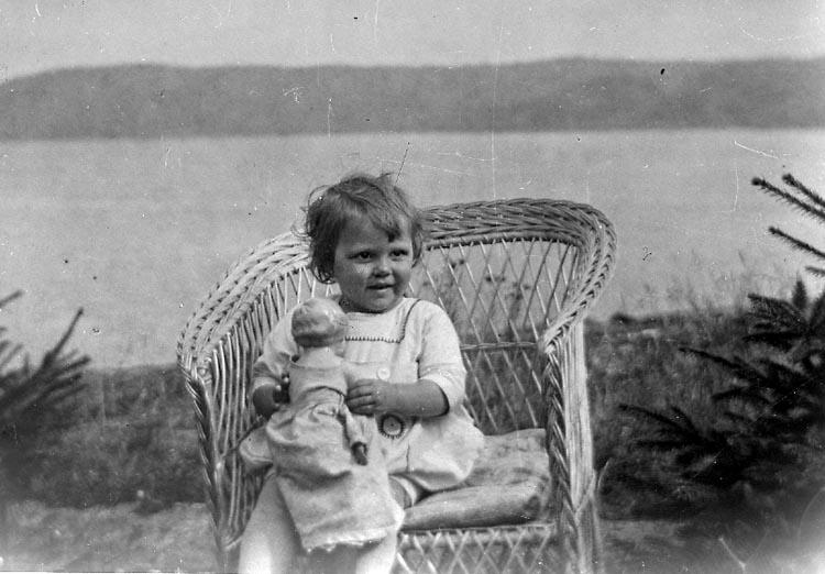 "Enligt fotografens journal nr 6 1930-1943: ""Nelson, Fru Harås Spekeröd""."