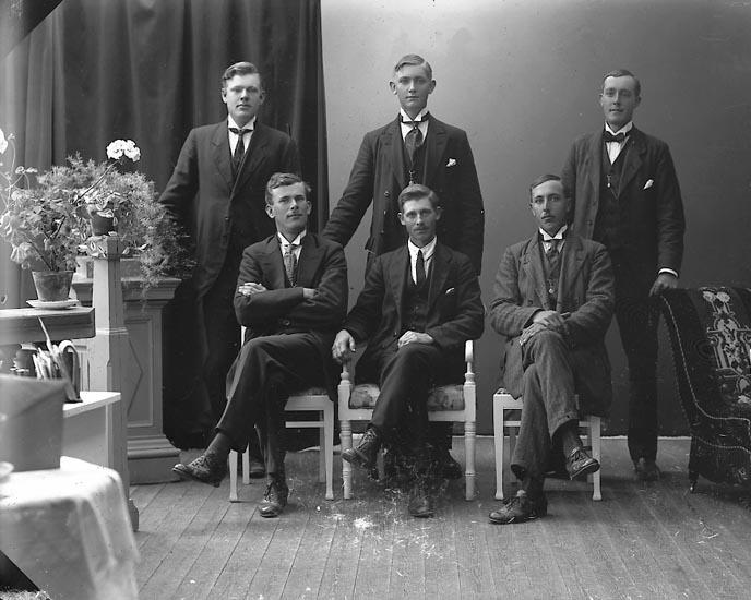 """Enligt fotografens journal nr 4 1918-1922: """"Frisk, Karl Gamleberg Ödsmål""""."""