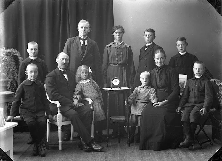 """Enligt fotografens journal nr 4 1918-1922: """"Johansson, Adiel L-a Nolby Jäger""""."""