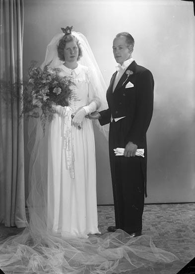 """Enligt fotografens journal nr 7 1944-1950: """"Törnfeldt - Morén Halmstad""""."""
