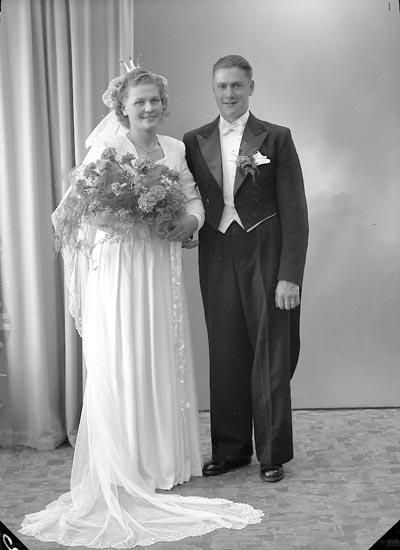 "Enligt fotografens journal nr 7 1944-1950: ""Lindqvist, Herr Erik, Mellby, Spekeröd""."