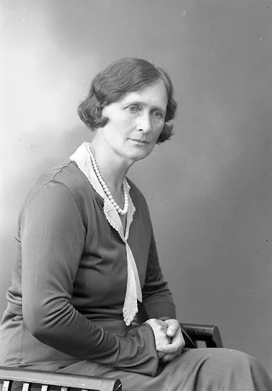 """Enligt fotografens journal nr 6 1930-1943: """"Rudbäck, Fr. Helna, Storg. 4 Gbg""""."""