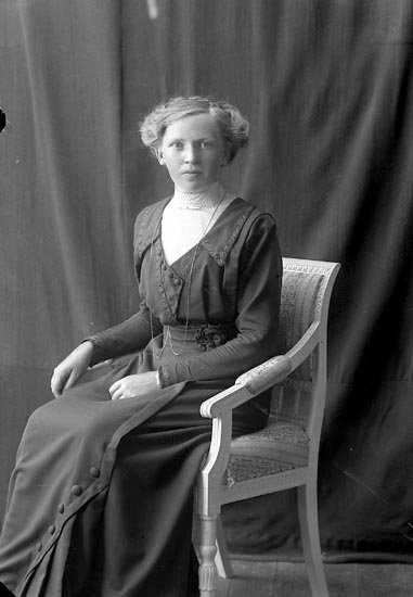 "Enligt fotografens journal nr 2 1909-1915: ""Johansson, Ruth Skogen, Svanesund""."