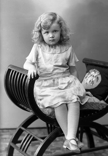 "Enligt fotografens journal nr 6 1930-1943: ""Johansson, Irene N. Hoga Svanesund""."